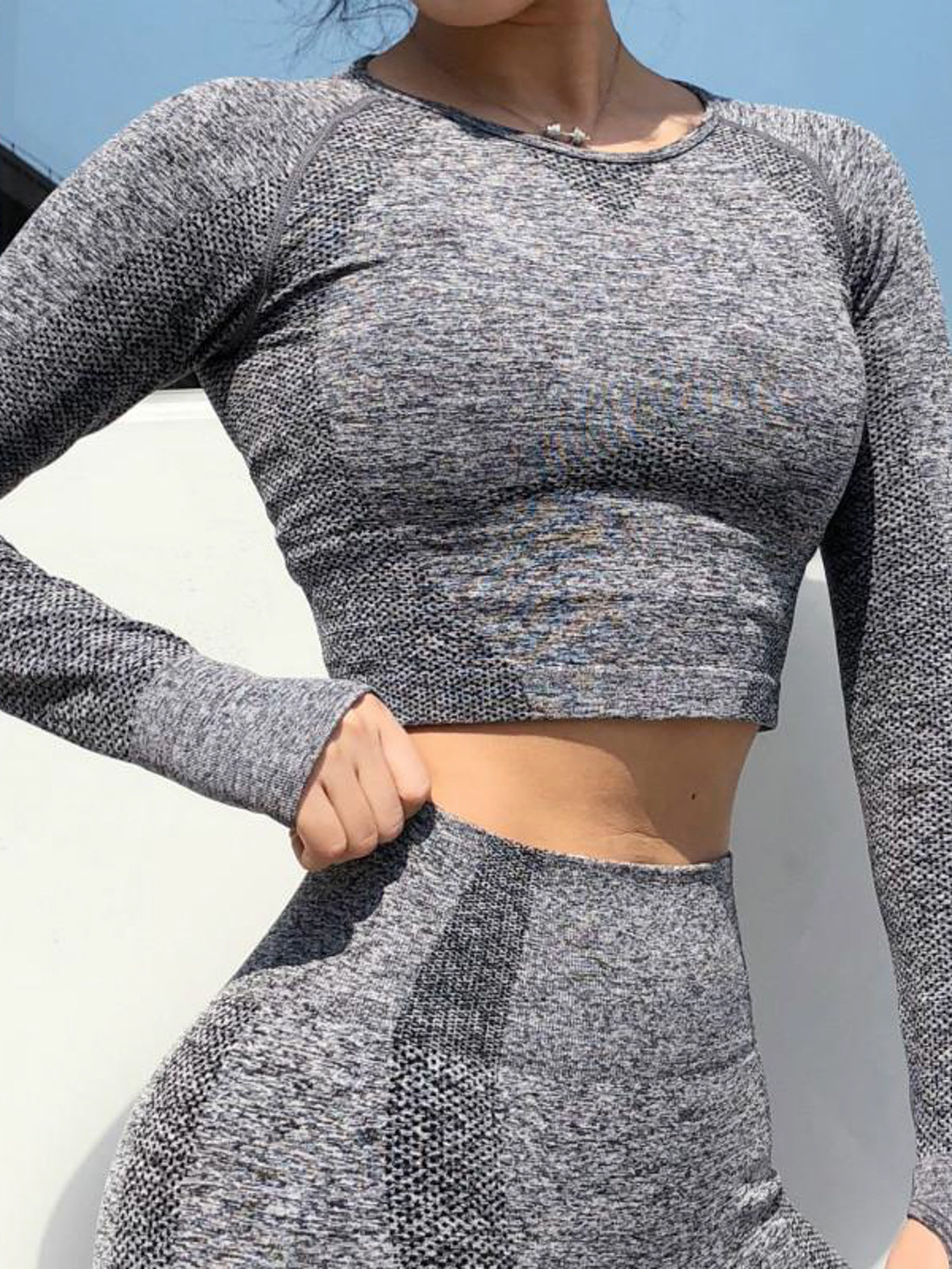 MOVI Dynamic Sleeved Crop - Grey