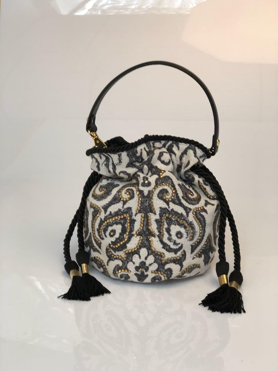 BLACK AND WHITE Bouchee Bucket Bag