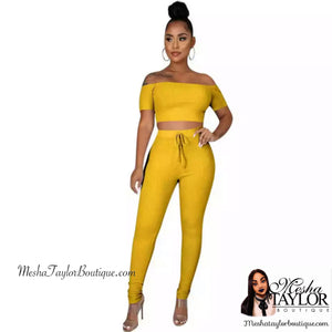 2 Piece off the shoulders crop top tracksuit set