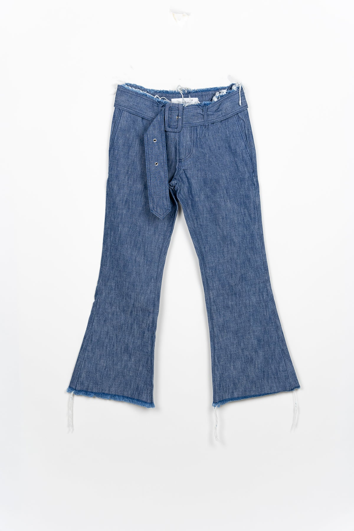 FLARED CAPRI JEANS W/ BUCKLE BELT