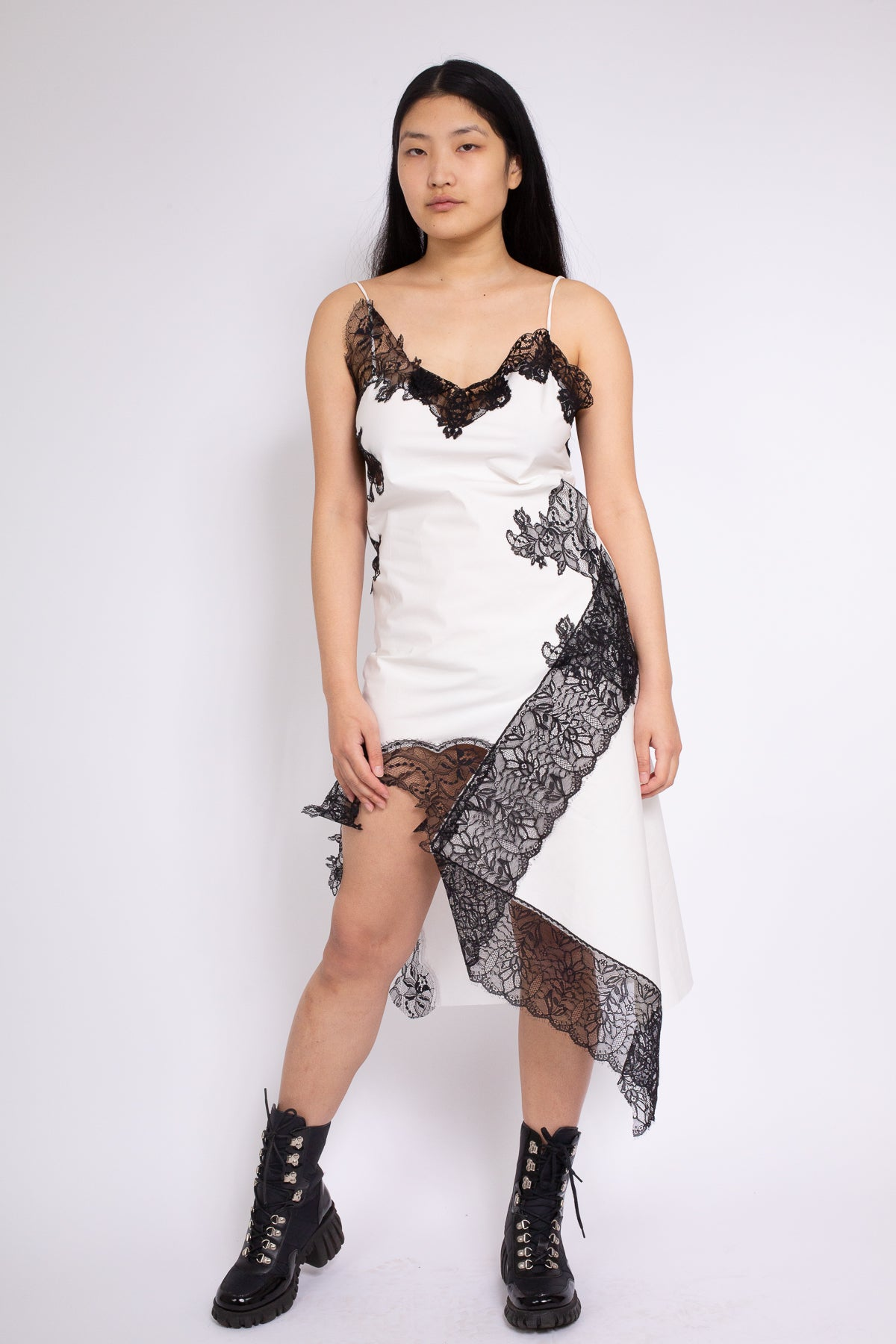 LACE INSERT SLIP DRESS IN WHITE