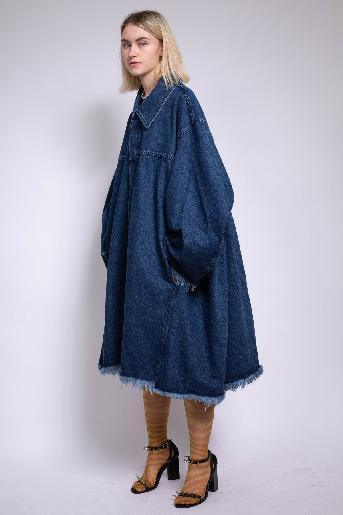 OVERSIZED COAT WITH PLEATED BACK IN BLUE DENIM