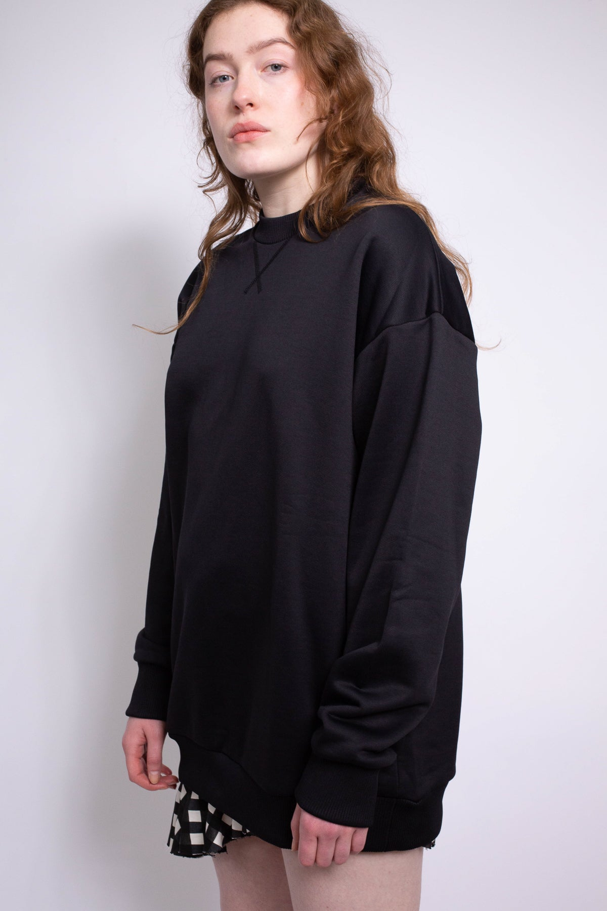 BLACK OVERSIZED SWEATSHIRT