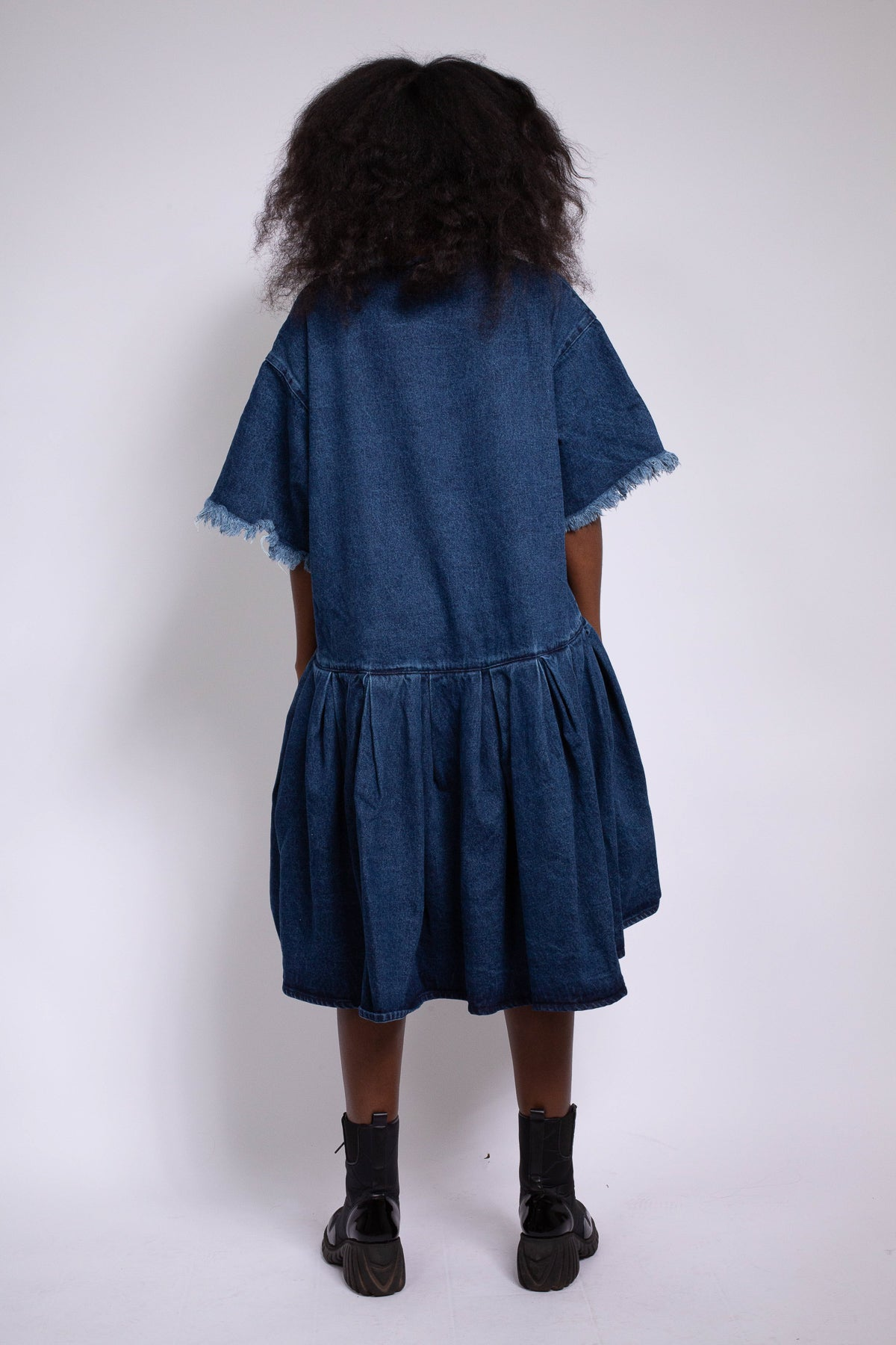GATHERED T-SHIRT DRESS IN BLUE DENIM