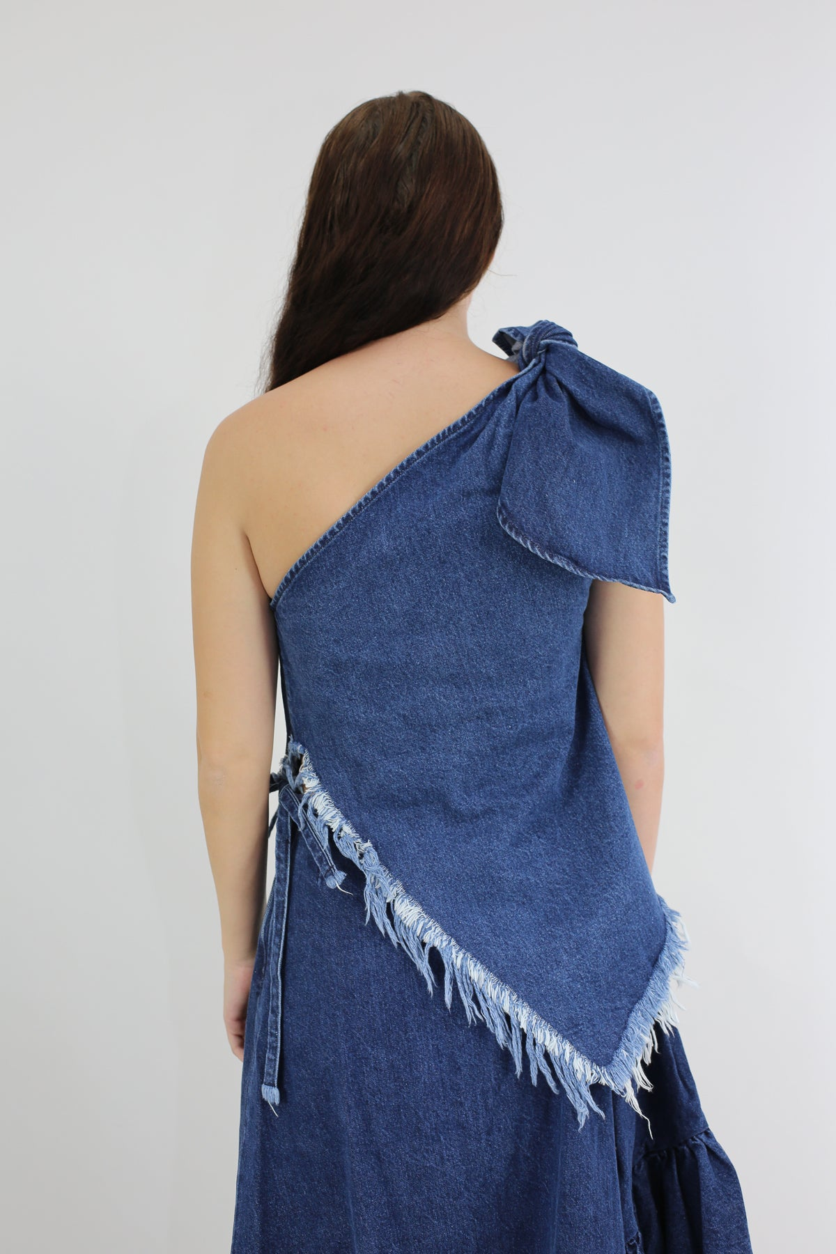 DENIM ONE SHOULDER KNOT TOP