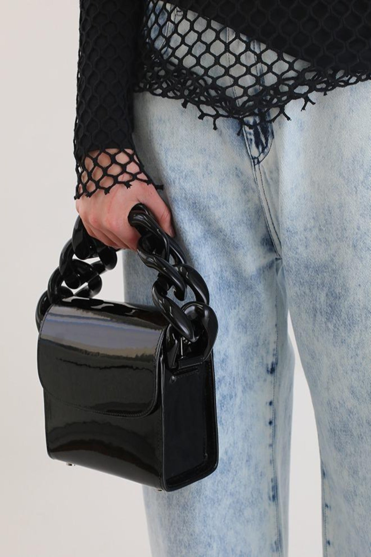 PATENT CHAIN BAG IN BLACK - marques-almeida-dev