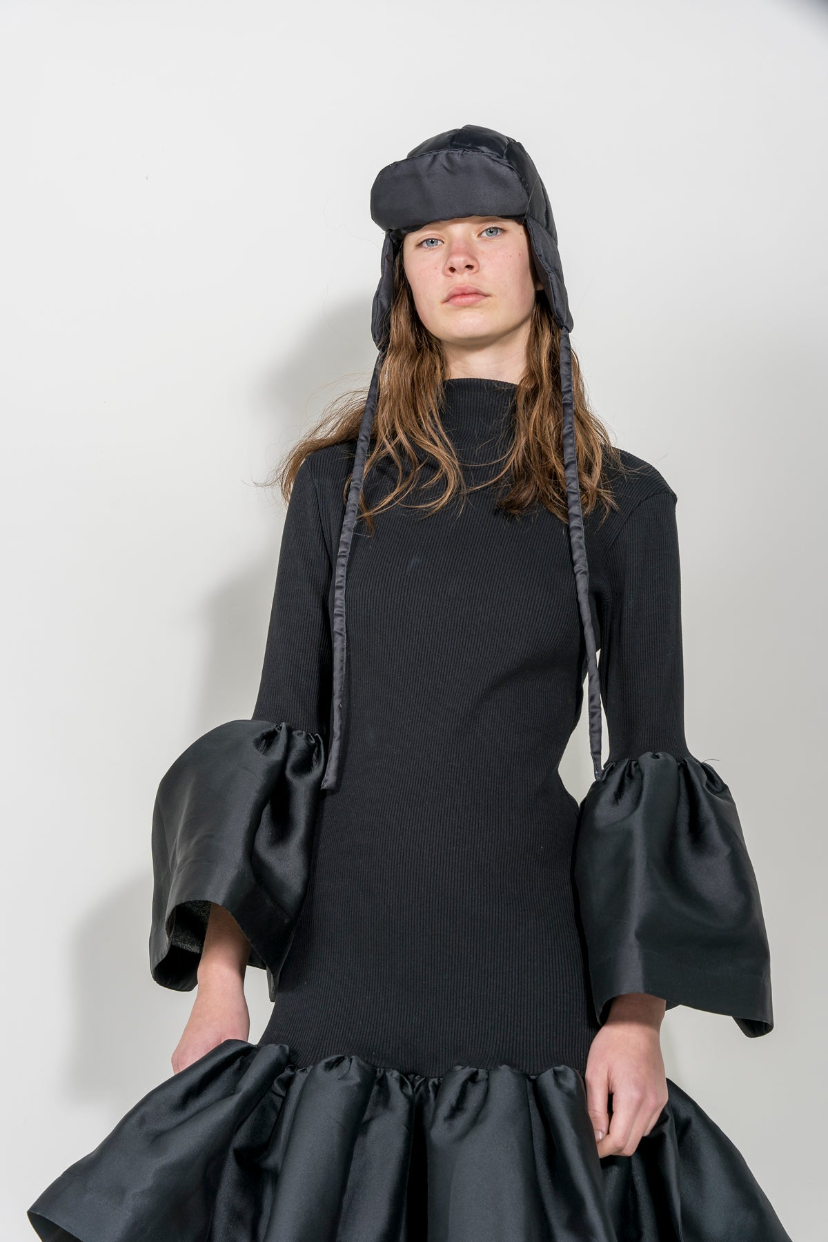 BLACK BUCKET PADDED HAT marques almeida