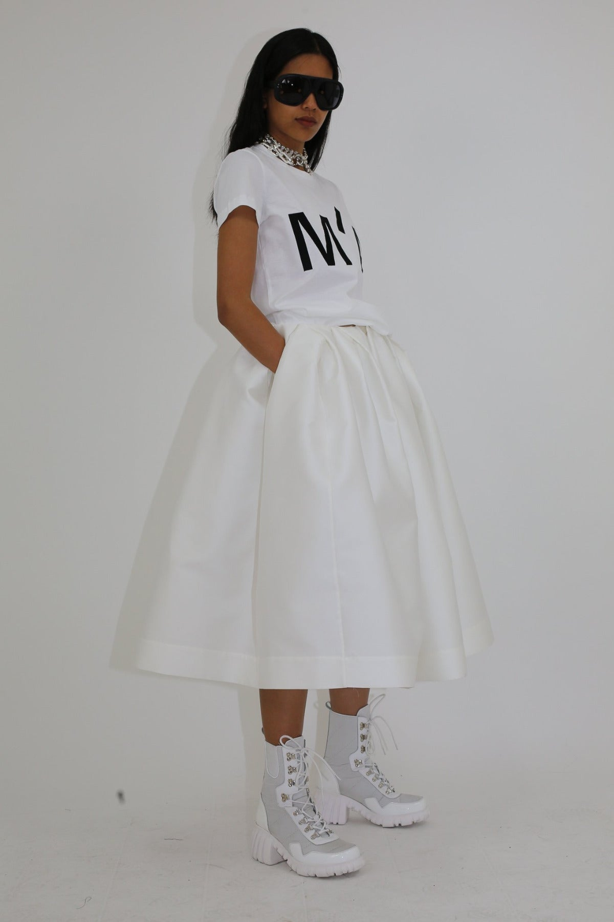 FULL PLEATED MID LENGTH SKIRT
