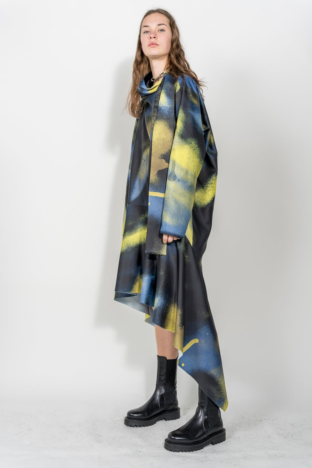 LONG TURTLENECK DRESS IN YELLOW & BLACK PRINT