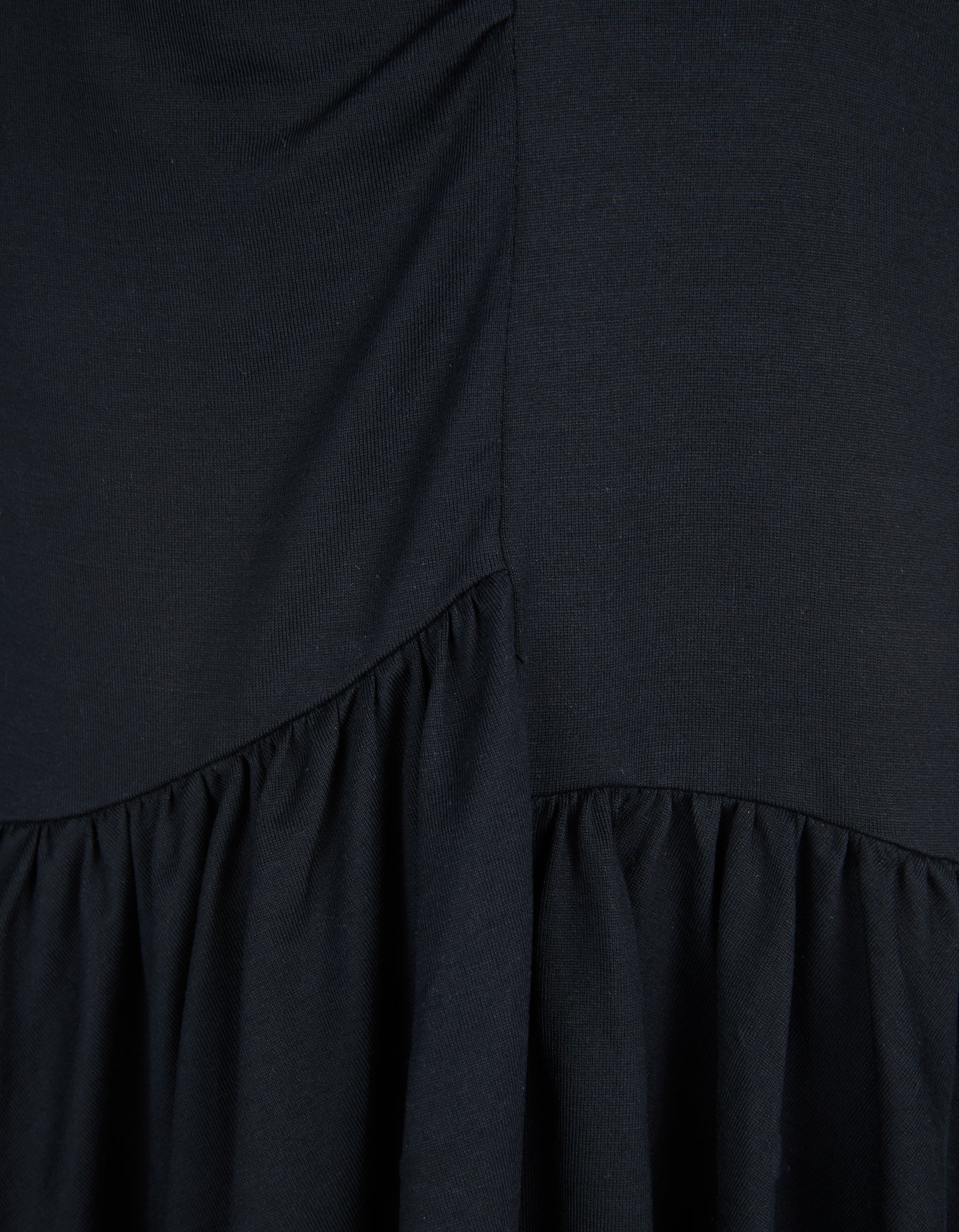 GATHERED SEAMS DRESS IN BLACK
