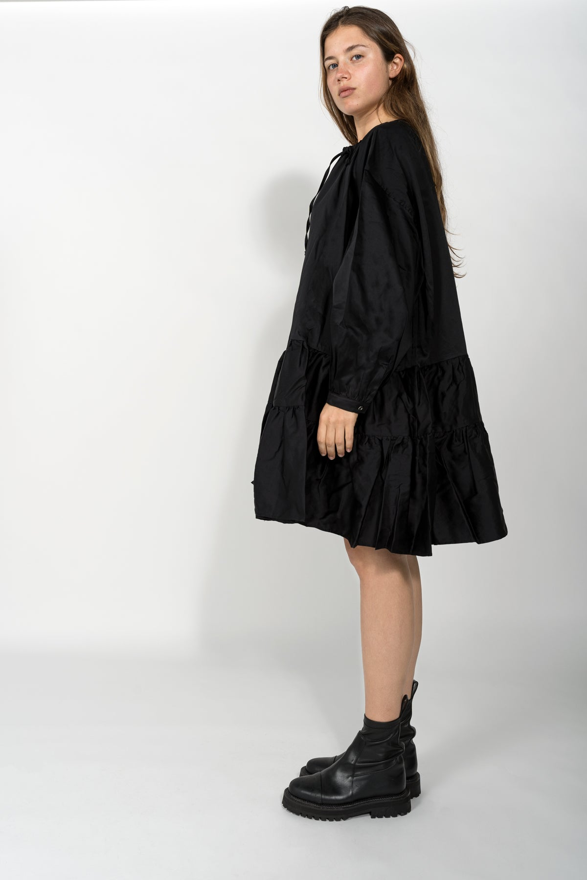 OVERSIZED TIERED GATHERED DRESS IN BLACK
