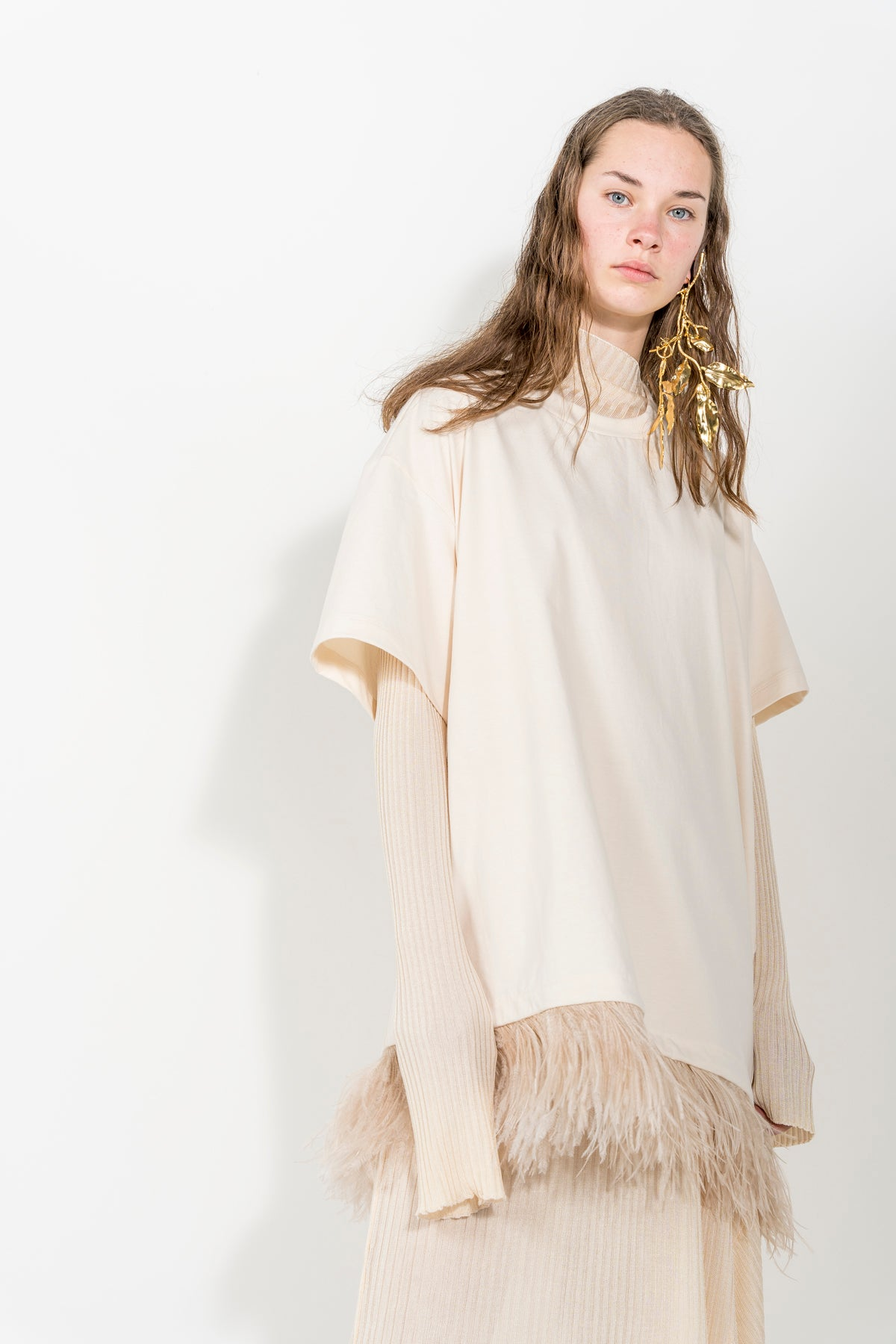 BEIGE FEATHER T-SHIRT