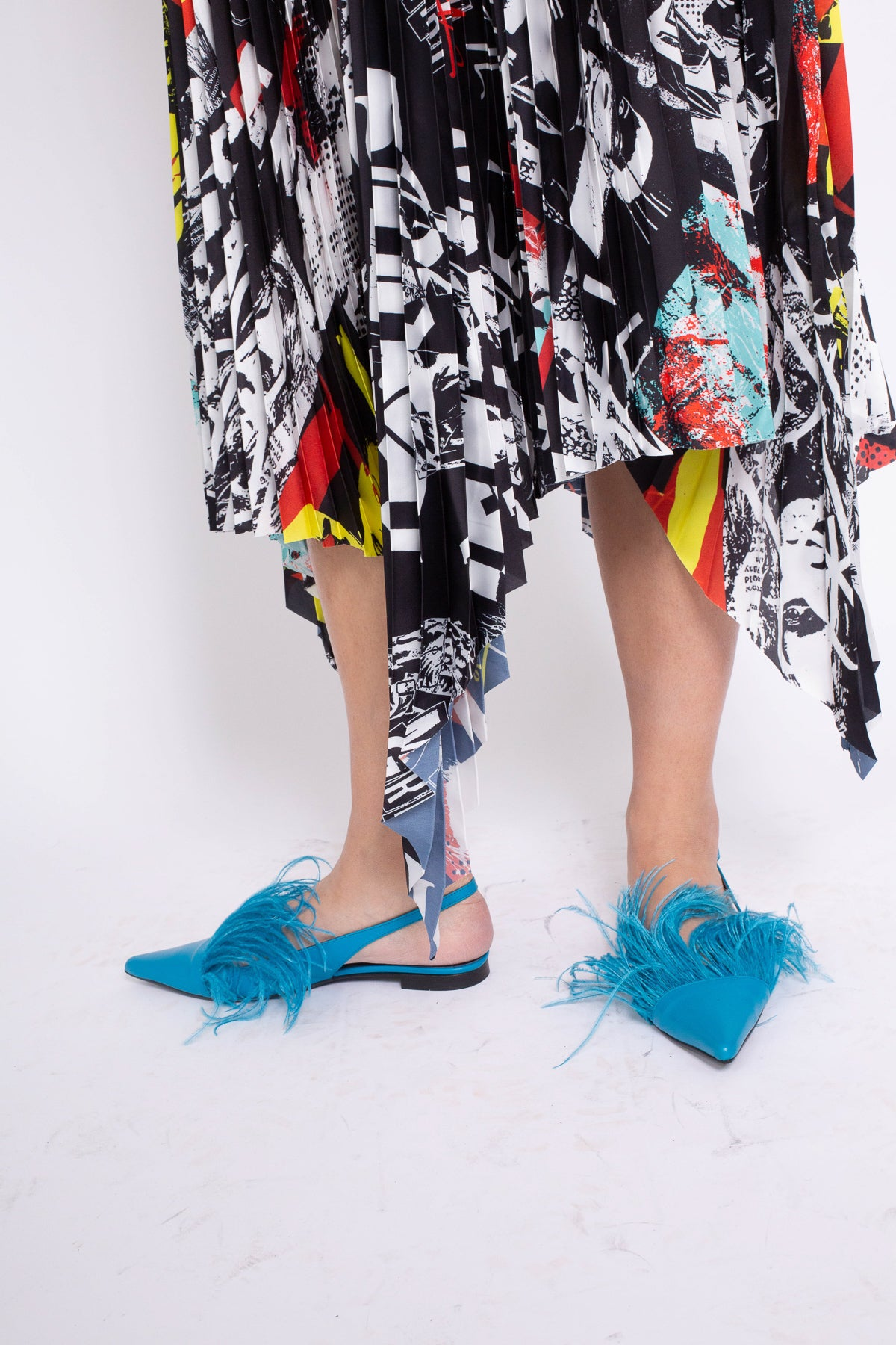 TURQUOISE FEATHER SLIPPERS