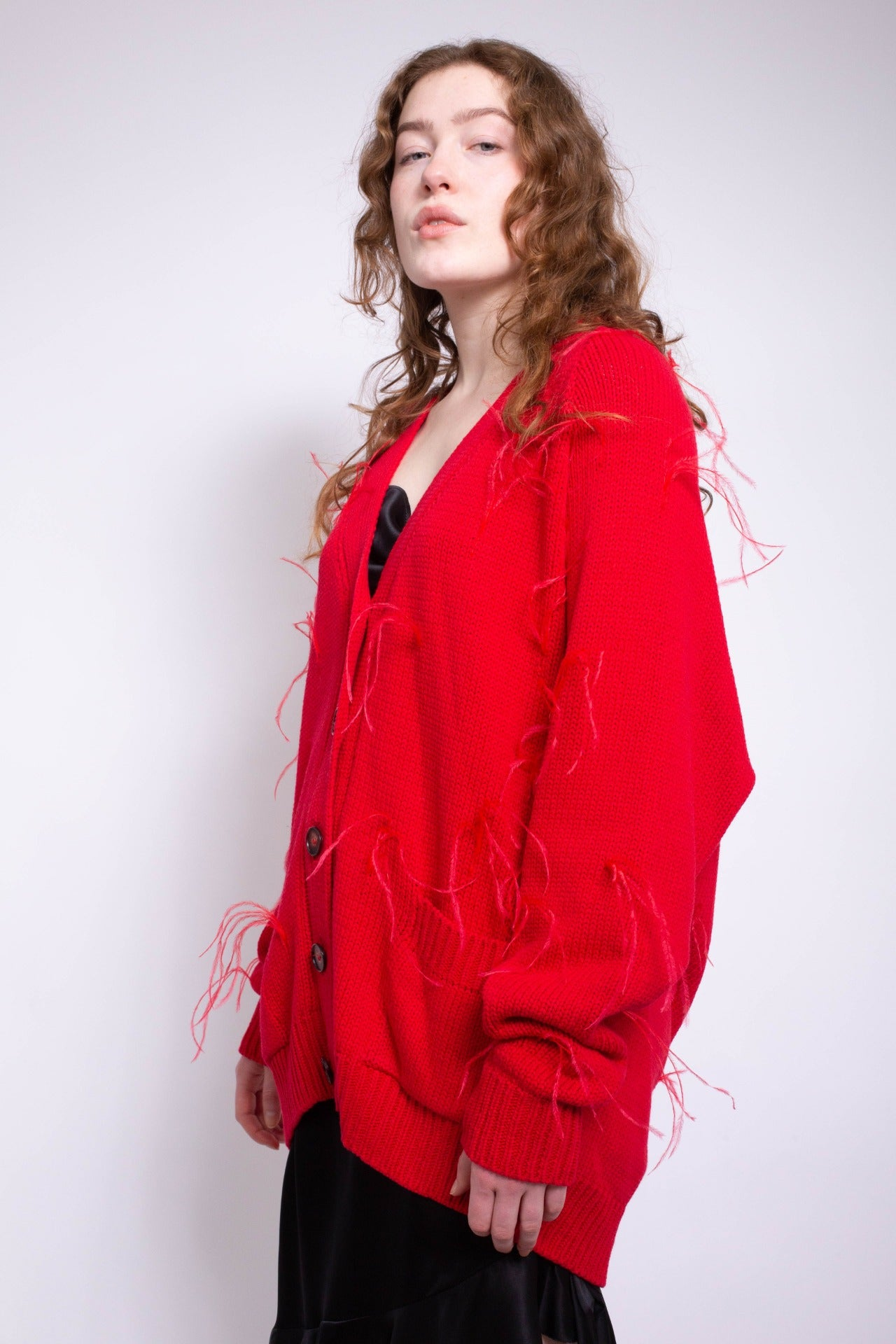 OVERSIZED CARDIGAN WITH FEATHER PULLS IN RED