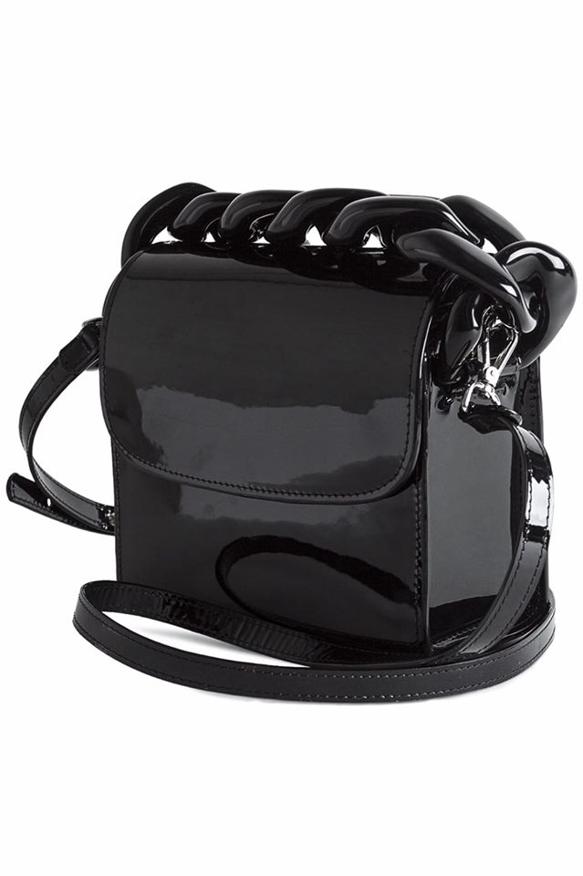 PATENT CHAIN BAG IN BLACK