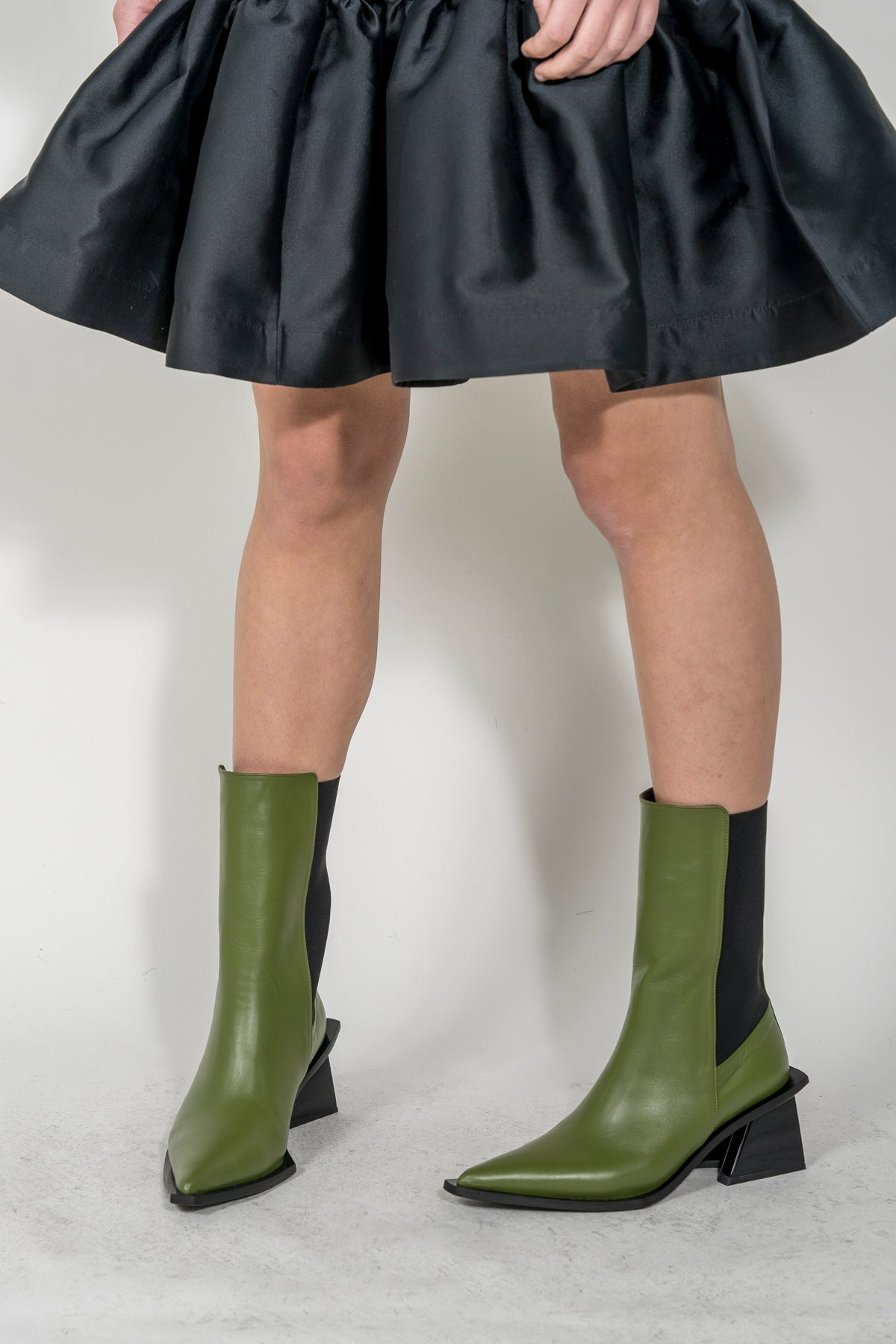 GREEN POINTY MID HEEL BOOT