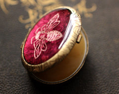 Vespertina Solid Perfume in a Ruby Red Honey Bee Oval Compact