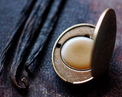 Figure 10: Blanc Solid Natural Perfume Mini Compact