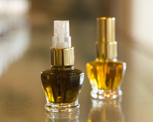 Load image into Gallery viewer, Figure 1: Noir Botanical Eau de Parfum 4 grams