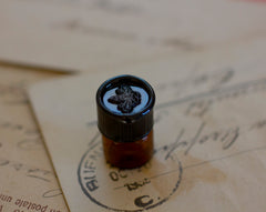 Figure 1: NOIR Natural Perfume 1 gram vial