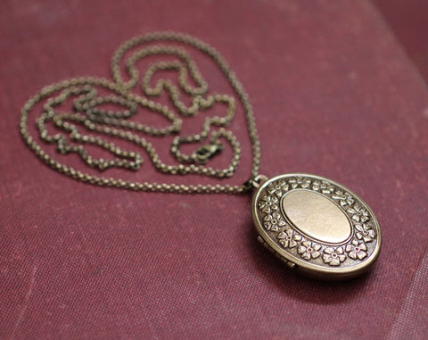 Locket Necklace with Solid Perfume, Daisy Chain