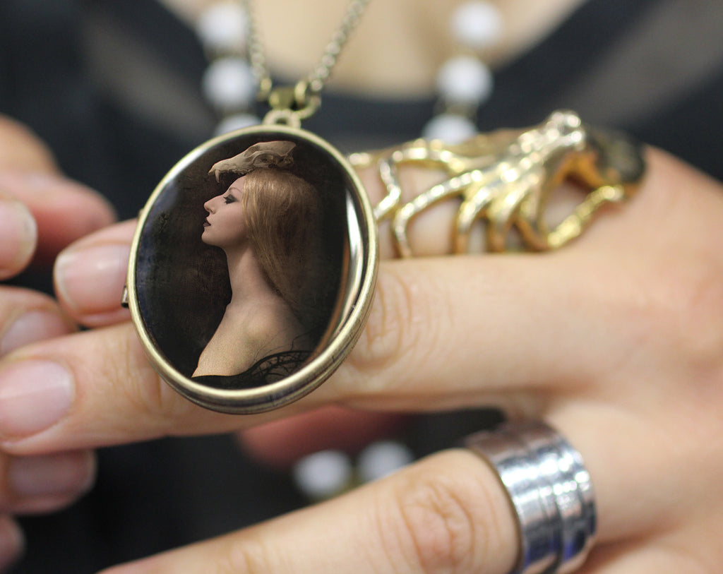 Solid Natural Perfume Art Locket Necklace, Noir Image