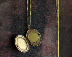 Locket Necklace with Chiaroscuro Artwork for Solid Natural Perfume