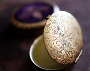 Lyra Solid Natural Perfume in Oval Case