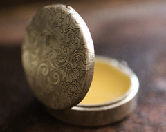 To Bee Solid Natural Perfume in Round Compact