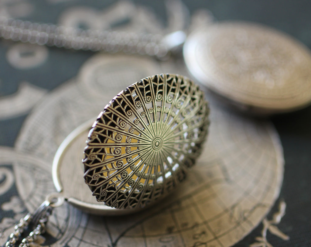 Locket Necklace with Solid Perfume, Filigree in Silver Plated