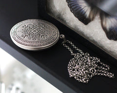 Locket Necklace with Solid Perfume, Diamond Pattern, Silver Plated