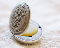 Figure 1: Noir Solid Natural Perfume Mini Compact