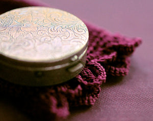 Vespertina Solid Natural Perfume in Round Compact with Pouch