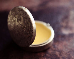 Vera Solid Perfume in Round Compact