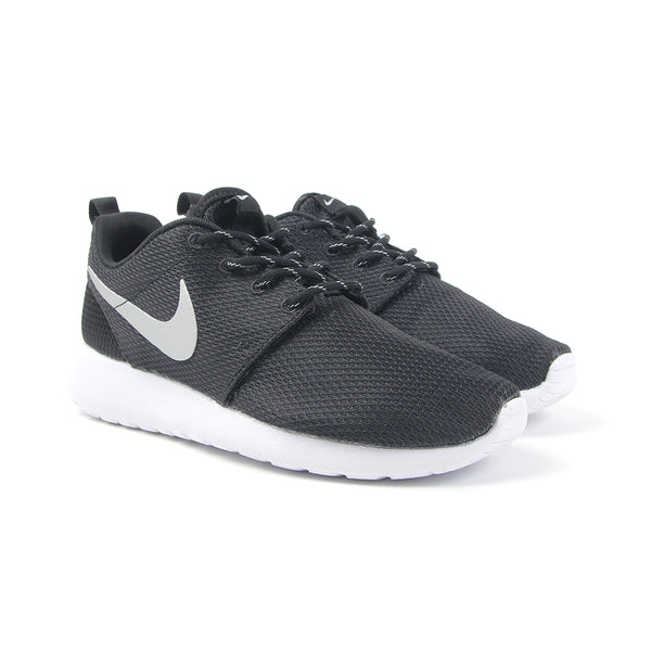 newest collection 8b524 a7643 Nike WMNS Roshe One (Black White-Metallic Platinum)