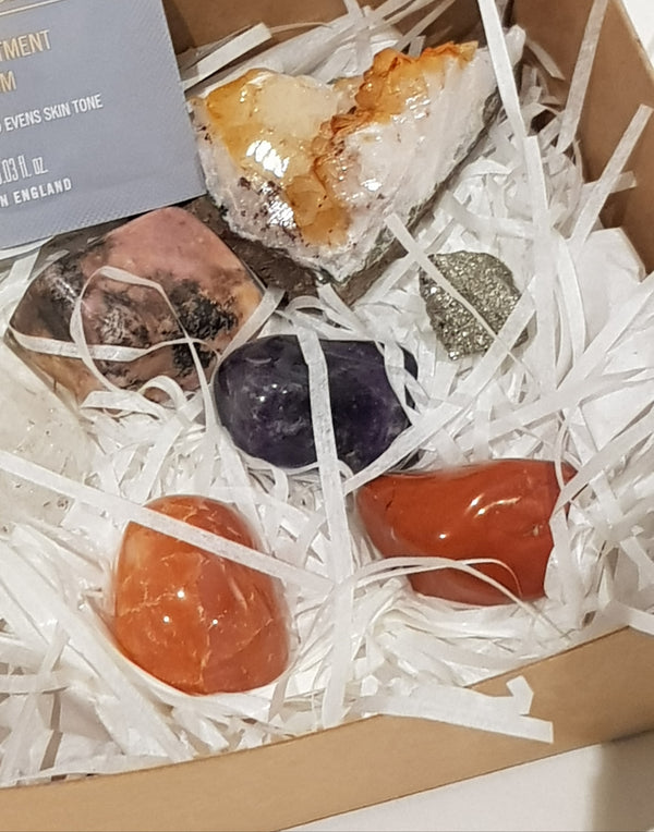 A bespoke box of 7 crystals to unblock and balance your chakras.