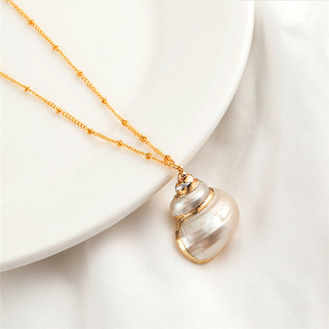 Elegant Seashells pendant necklace