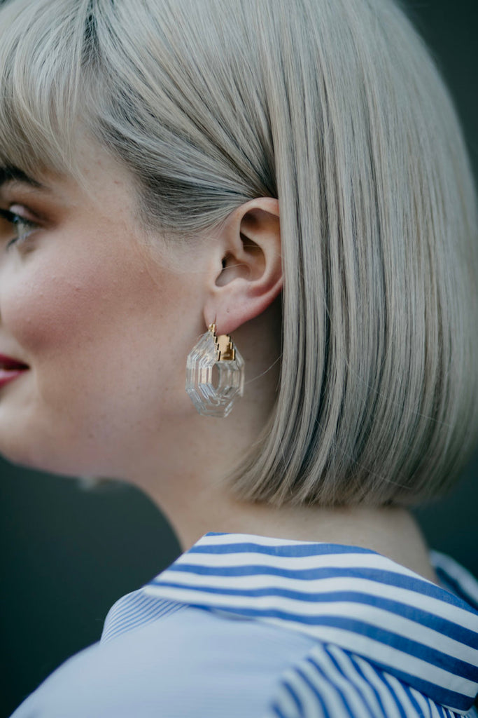 CARLY / CLEAR GEOMETRIC HOOPS