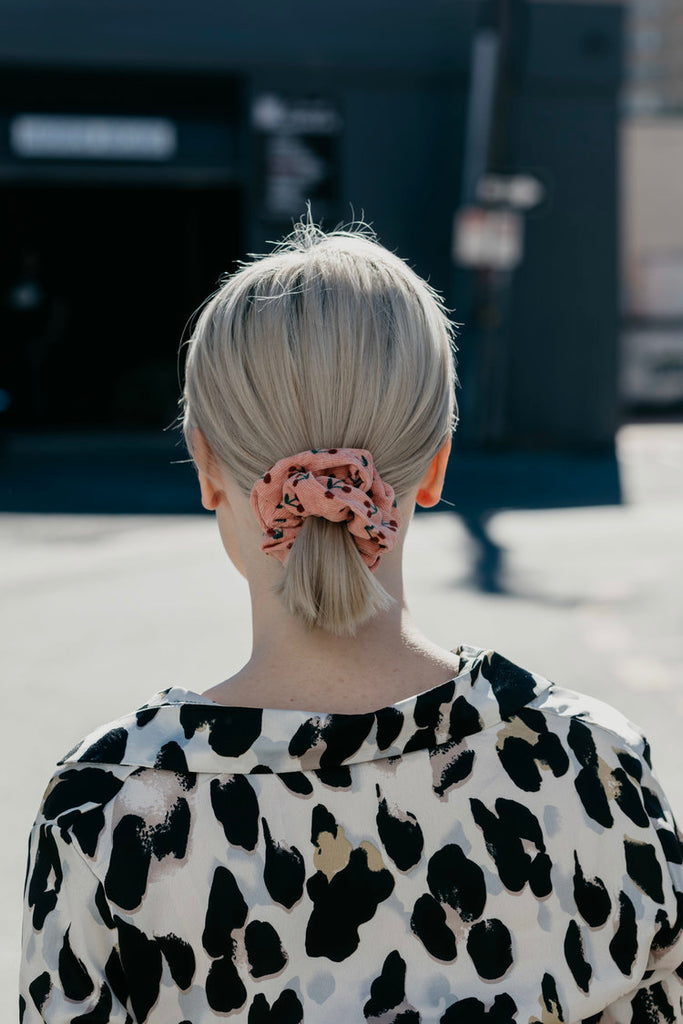 CAROL / CHERRY SCRUNCHIE