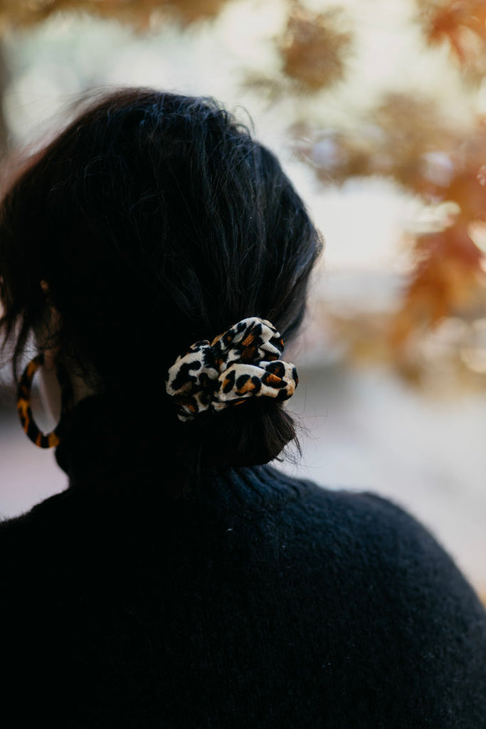 COURTNEY / LEOPARD SCRUNCHIE