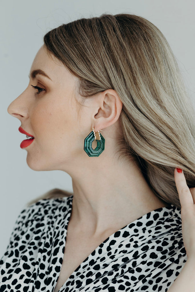JULIE / GREEN GEOMETRIC HOOPS