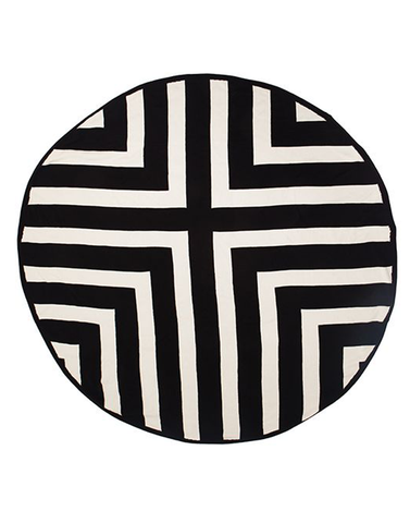 Round Throw Black Lines