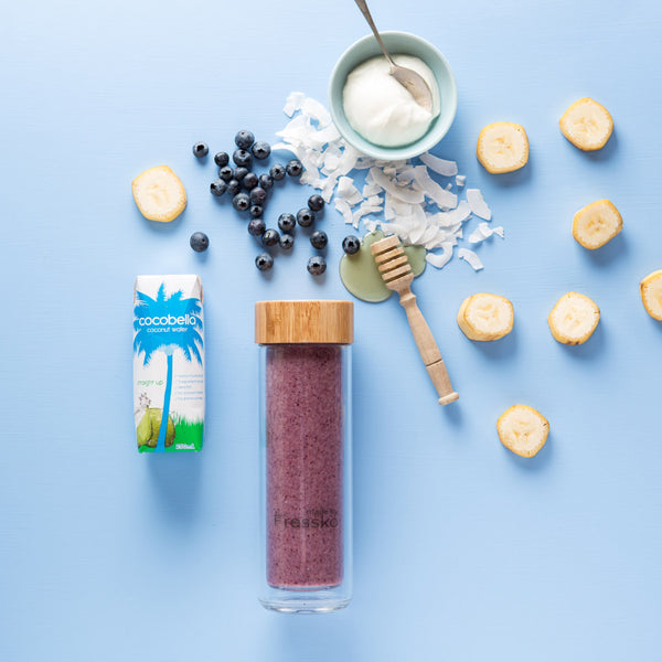 COCONUT, BANANA + BLUEBERRY SMOOTHIE in TOUR Fressko glass flask