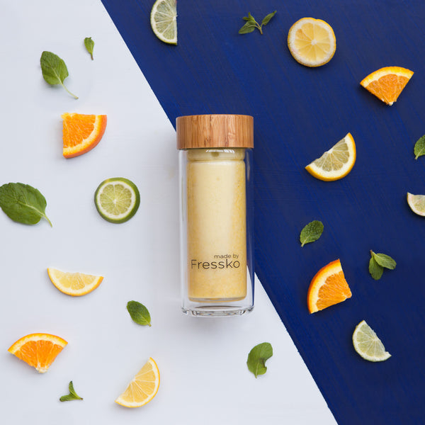 Citrus burst smoothie in RISE Fressko glass flask