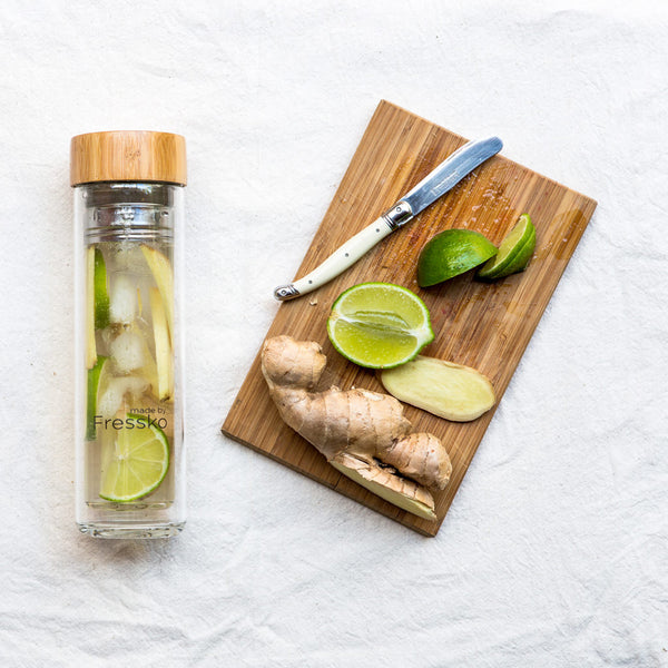 Lime and ginger iced tea in TOUR Fressko glass flask