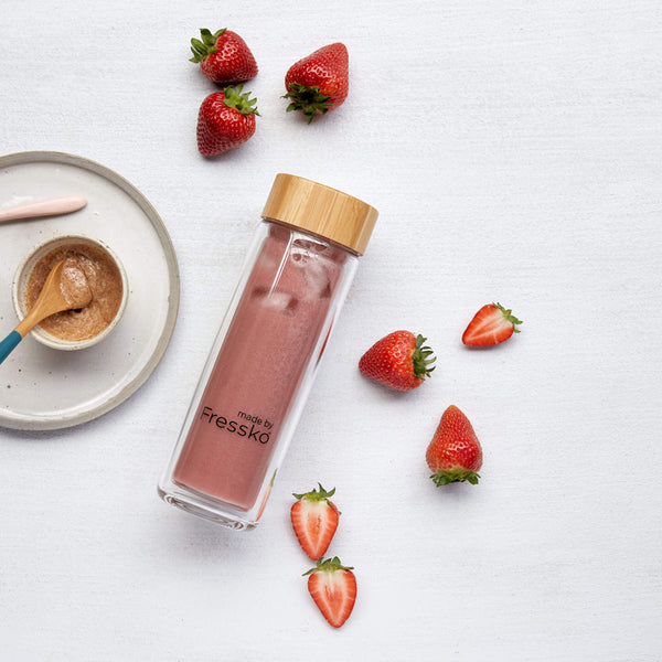 Strawberry nut mylk smoothie in Fressko TOUR flask