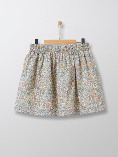 This ultra-refined floral Liberty print skirt is a great addition to an elegant summery look as well as an everyday casual look, when accompanied with sneakers and a plain t-shirt for instance.