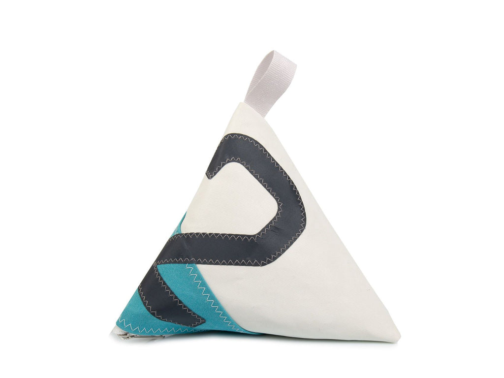 Made of white and grey Dacron sail and light blue canvas, and adorned with an oversized grey number '2', this pyramid-shaped door stopper will add a splash of colour and character to your interior!