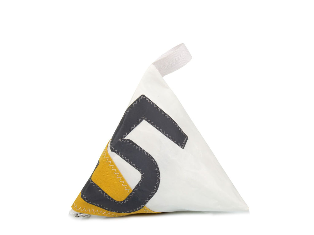 Made of white and grey Dacron sail, with yellow marine-grade canvas corner and adorned with an oversized grey number '5', this pyramid-shaped door stopper will add a splash of colour and nautical character to your interior!