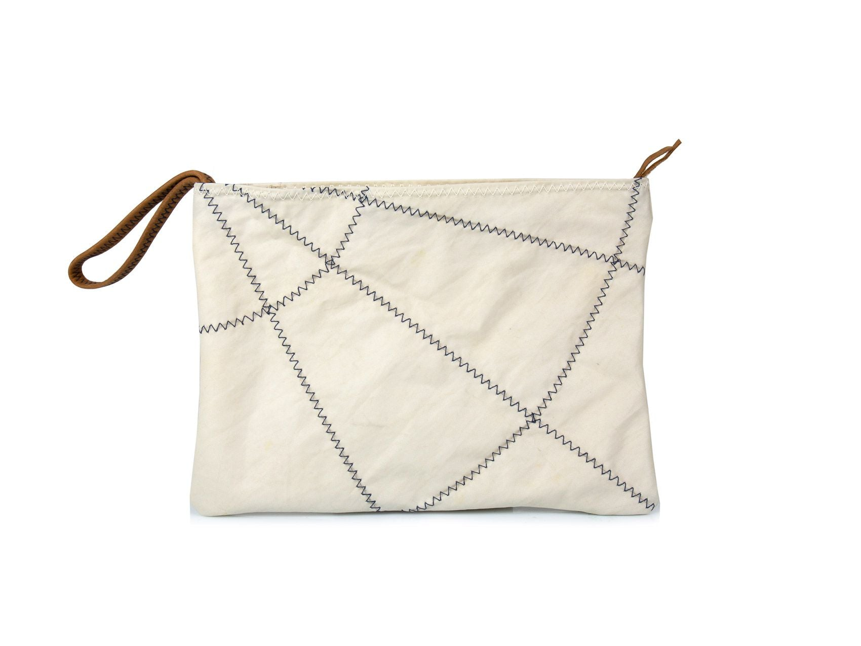 Made from 100% recycled sails from the last surviving 19th century legendary three-masted ship (the Belem) this clutch bag is an ode to traditional sailing and sustainable fashion, it is also a practical pouch that fits easily everywhere due to its small size.